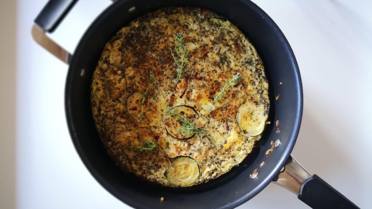 Æggekage med basilikum og squash