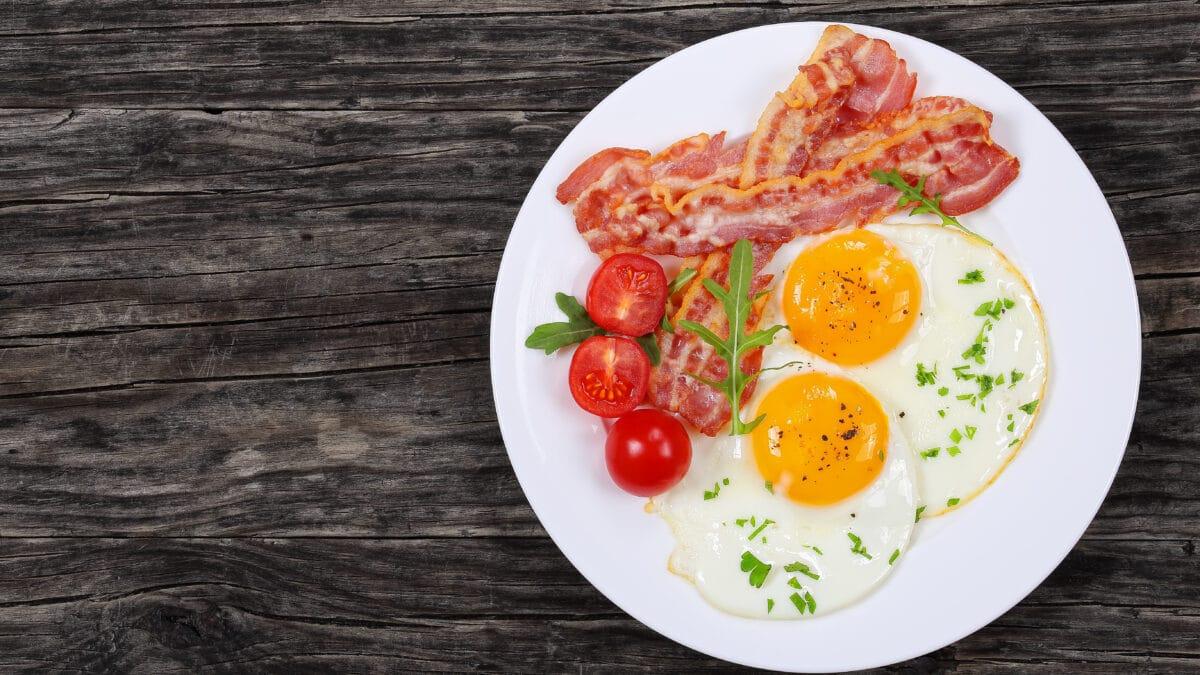 En klassisk omgang æg og bacon