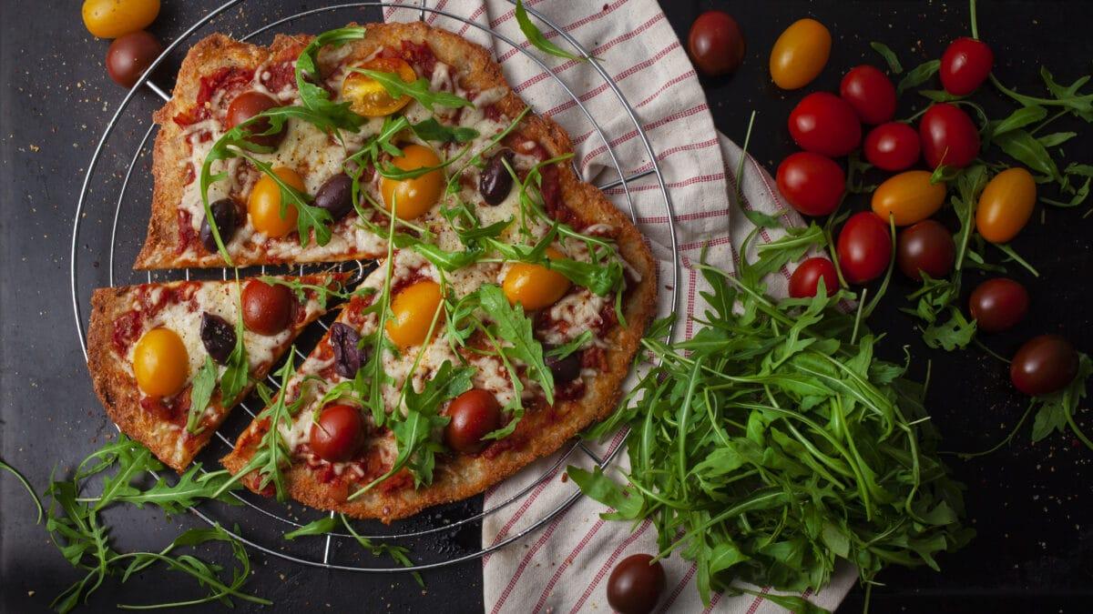 Sprød pizza: Bedre end fathead (Bedste Keto LCHF pizza vi har smagt!)
