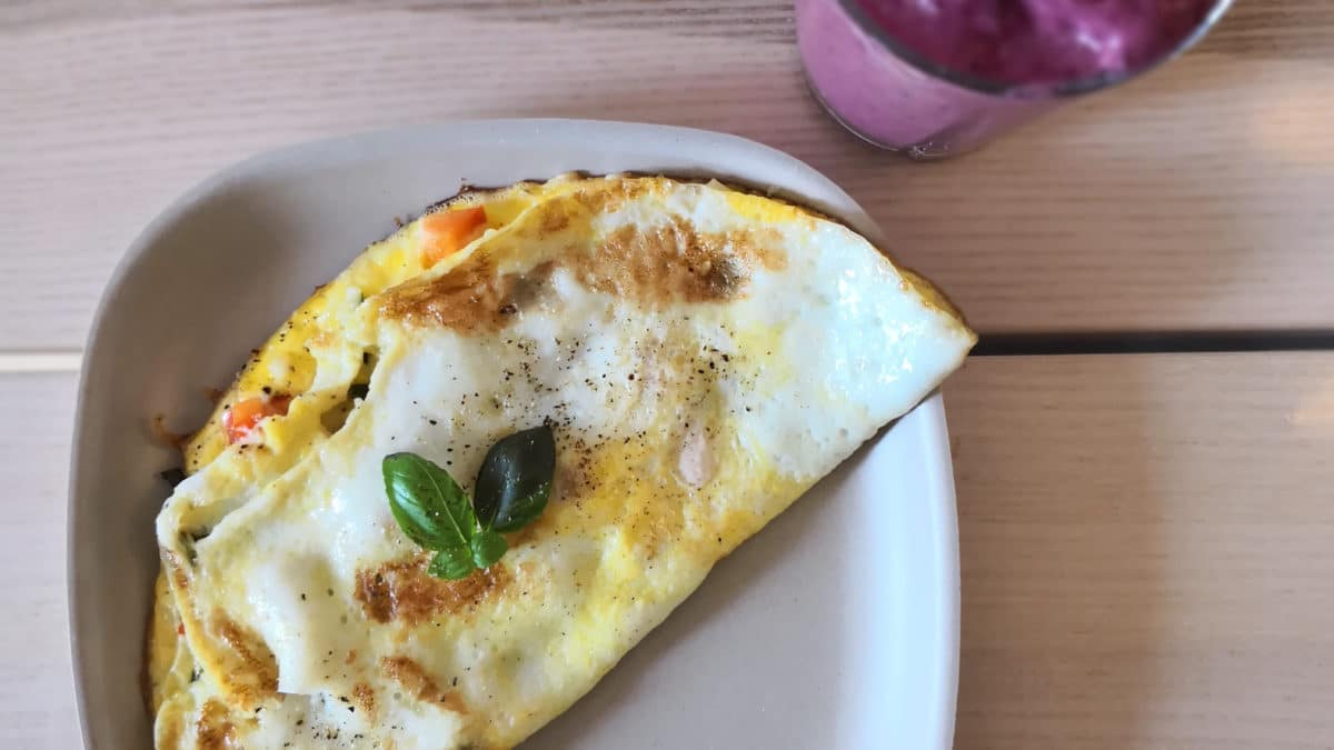 Tynd omelet og smoothie