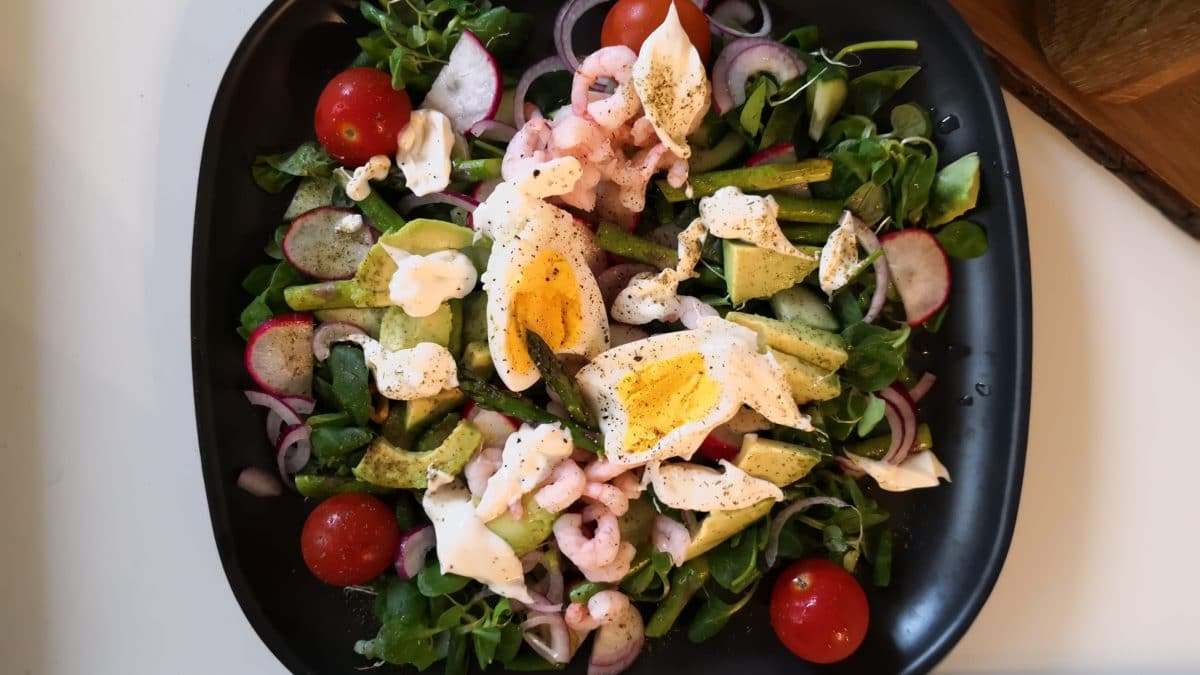 Rejesalat med æg og asparges