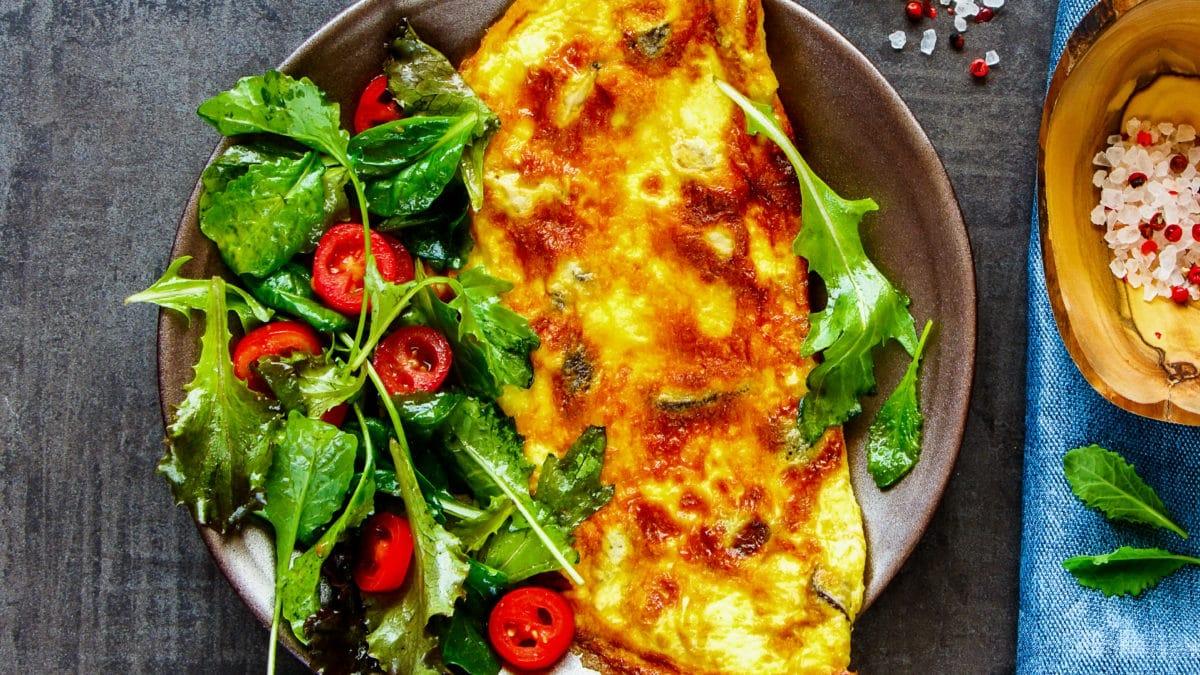 Omelet med grønt tilbehør