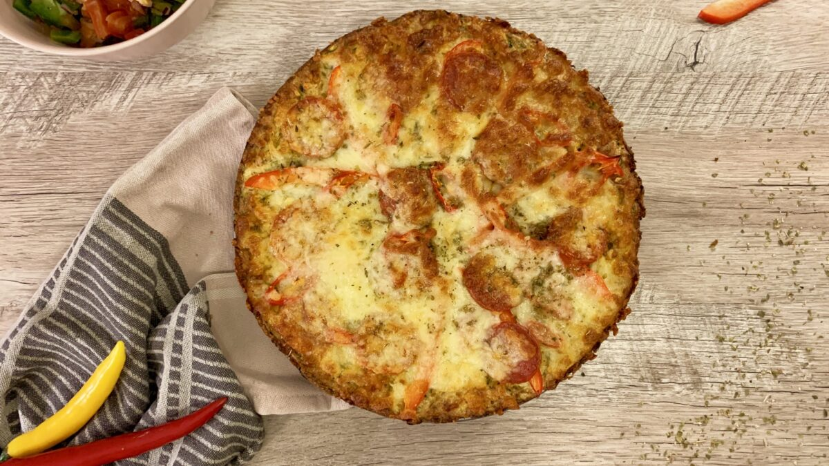 Zucchini pizza med ratatouille salat