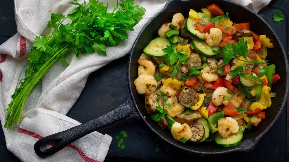 Hurtige stegte rejer med grønsager og andet godt