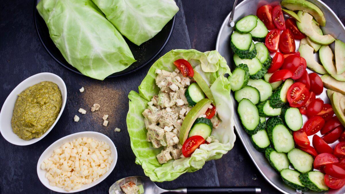 Pesto kylling i salatwraps