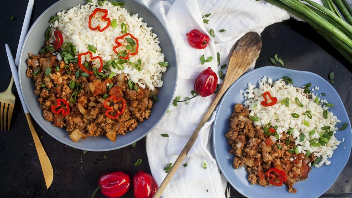 Dag to: Langtidsstegt chili med blomkålsris