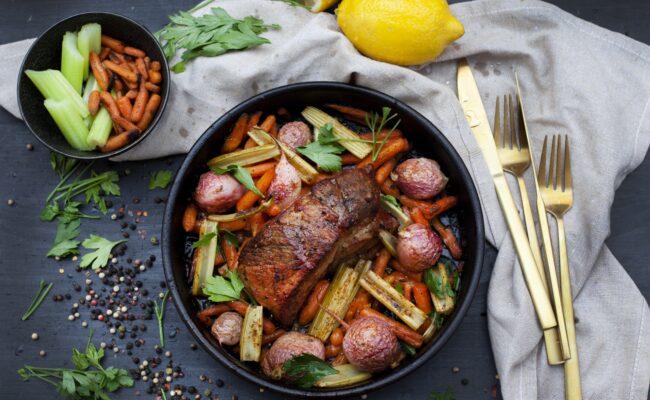 ketoliv-Groentsagsfad-med-pulled-pork-og-mozzarella-salat