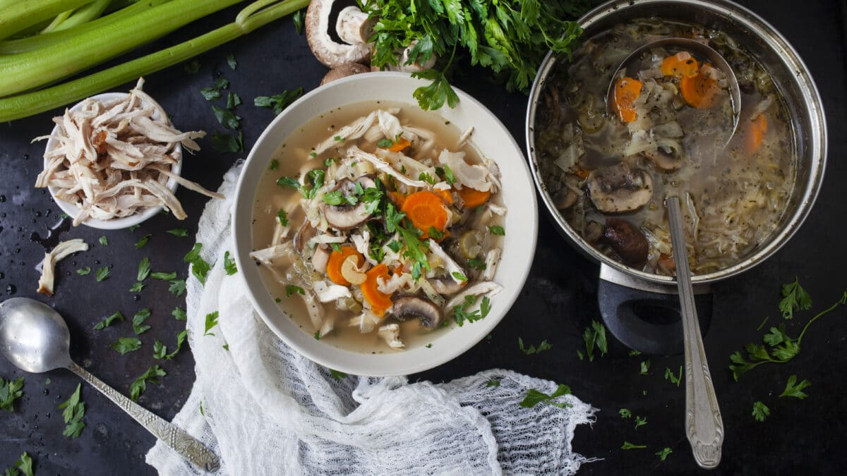 KETO Asiatisk kyllingesuppe