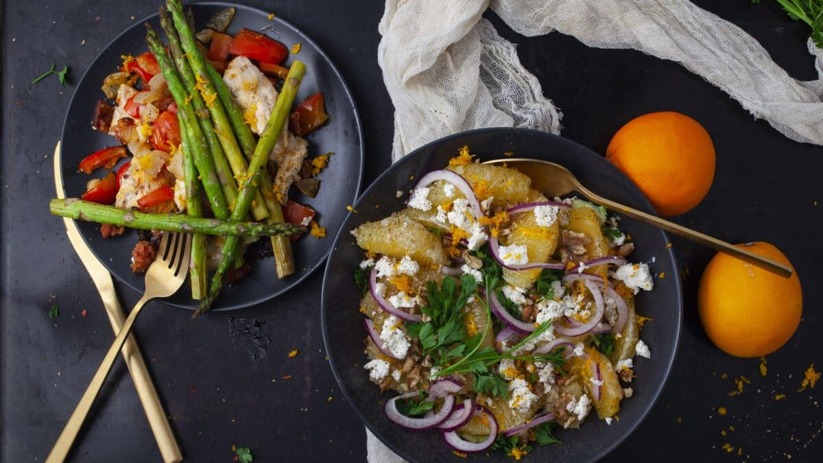 Ovnbagt chorizokylling med asparges og kålsalat med appelsin