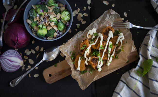 ketoliv-Low carb broccolisalat med kyllingenuttets-overview