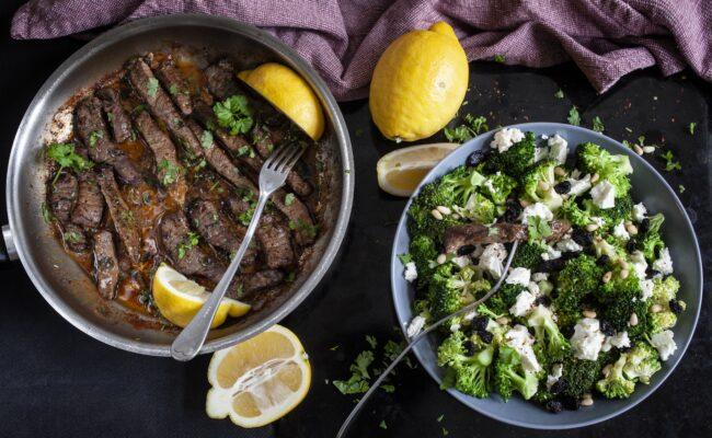 ketoliv-Pandestegt flankesteak med smørsovs og broccolisalat-overview