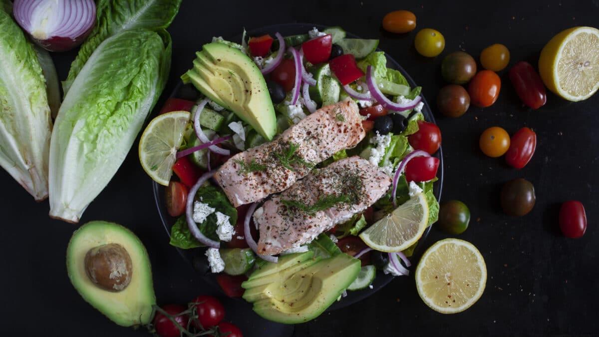 En lækker græsk lakse salat