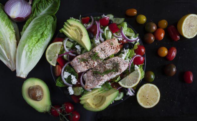 ketoliv-en-lækker-graesk-lakse-salat.overview