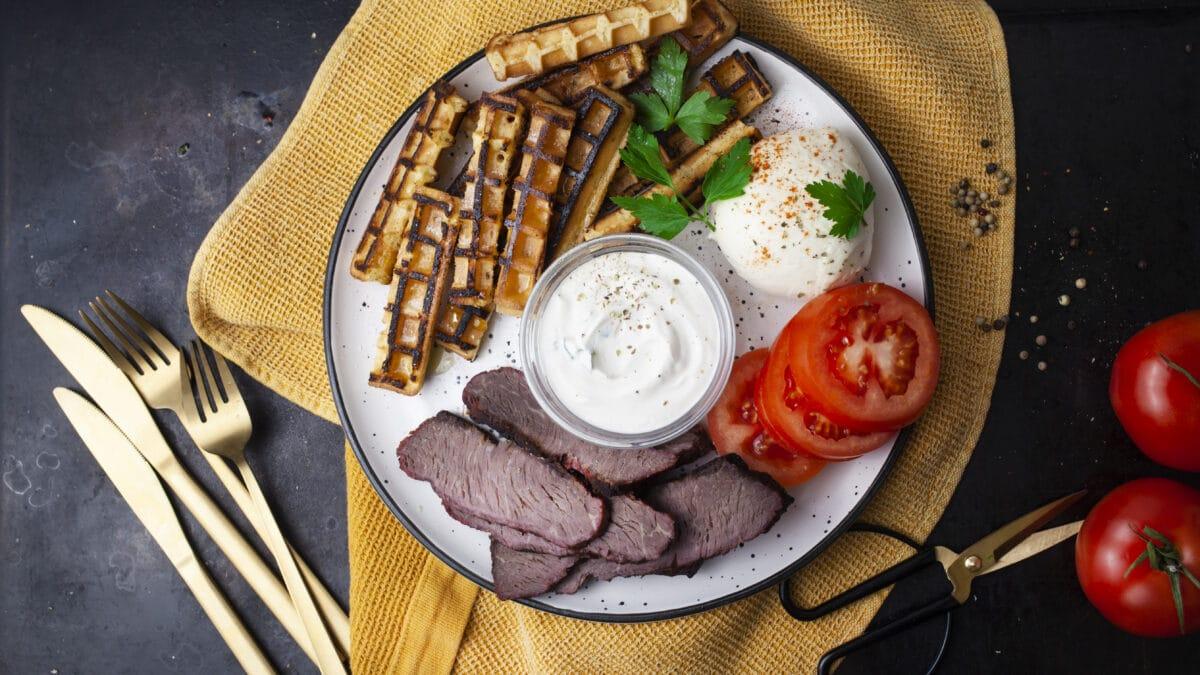 Kalveculotte med chaffelsfritter og tomat mozzarella