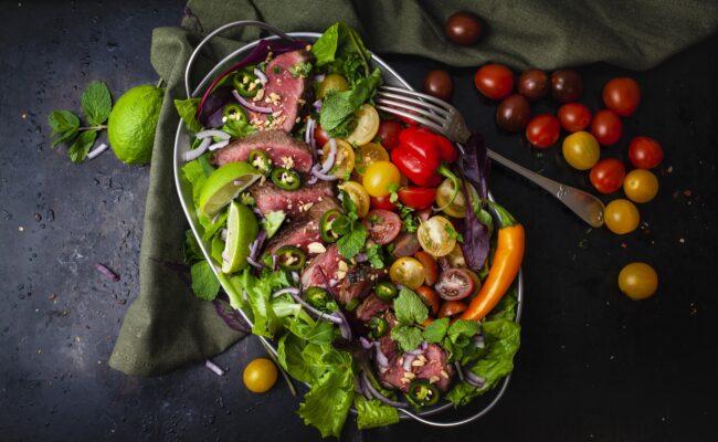 ketoliv-Thai salat med tykstegsbøf-overview