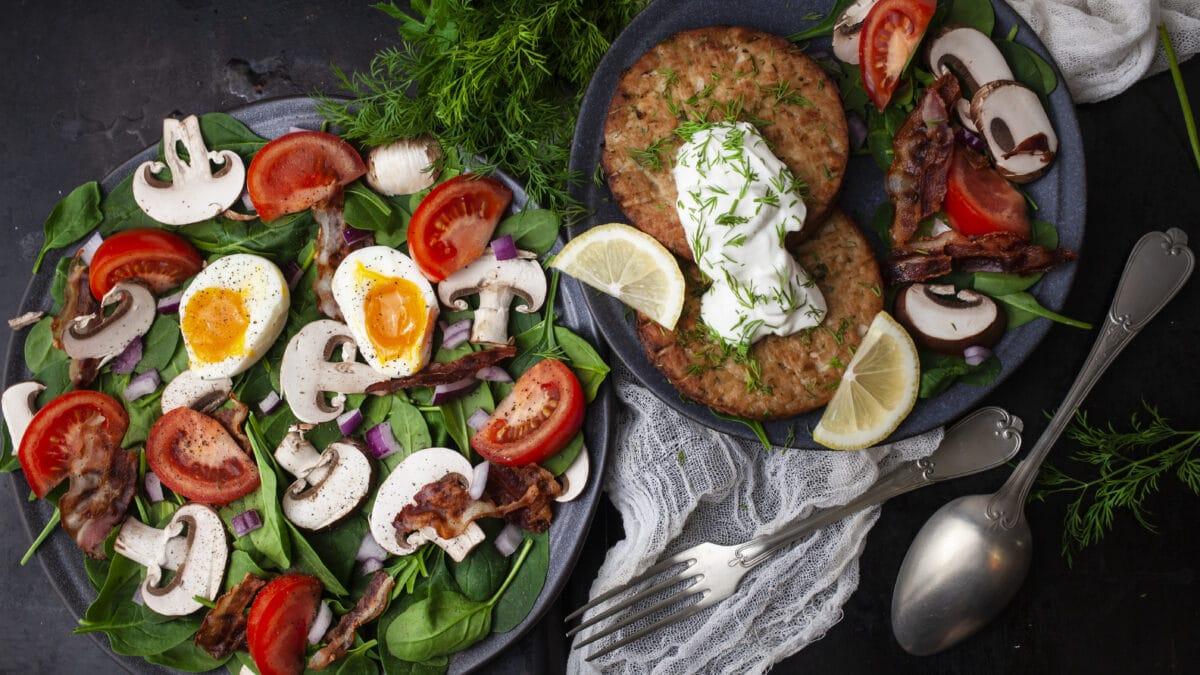 Tunbøffer med klassisk spinatsalat