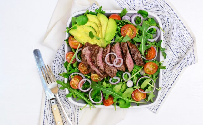 ketoliv Flankesteak med avocadosalat og asparges overview