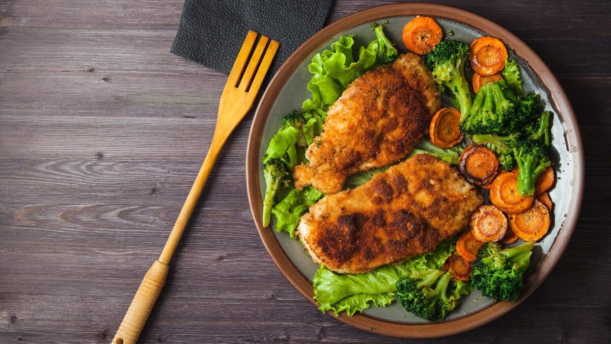 Snitzel med grøntsager og hjemmelavede mayonnaise