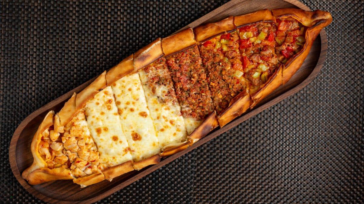 Tyrkisk pizza med ezme salat