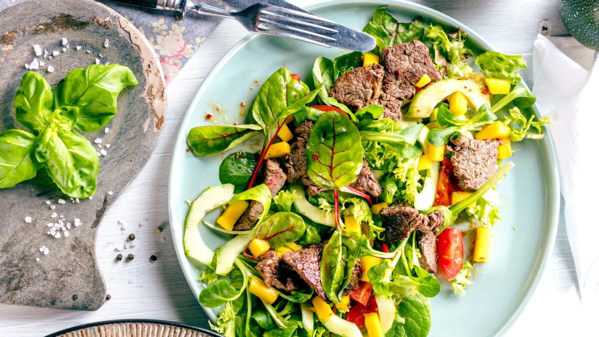 Flankesteak og grov salat