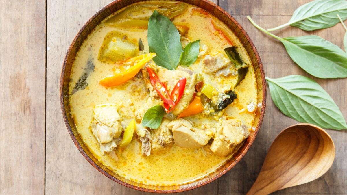 Thaisuppe med kokosmælk og kylling
