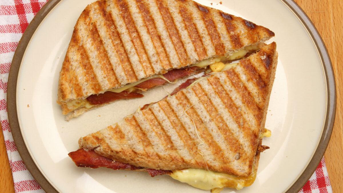 Keto toast baseret på 90 sekunders bolle