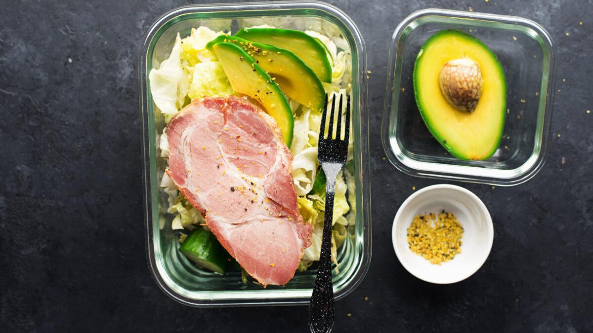 Skinke med avocado, spidskål og sennepsfrø