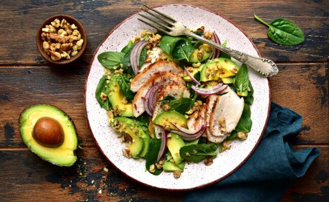 ketoliv-smagfuld-salatmåltid-med-valnødde-dressing-overview