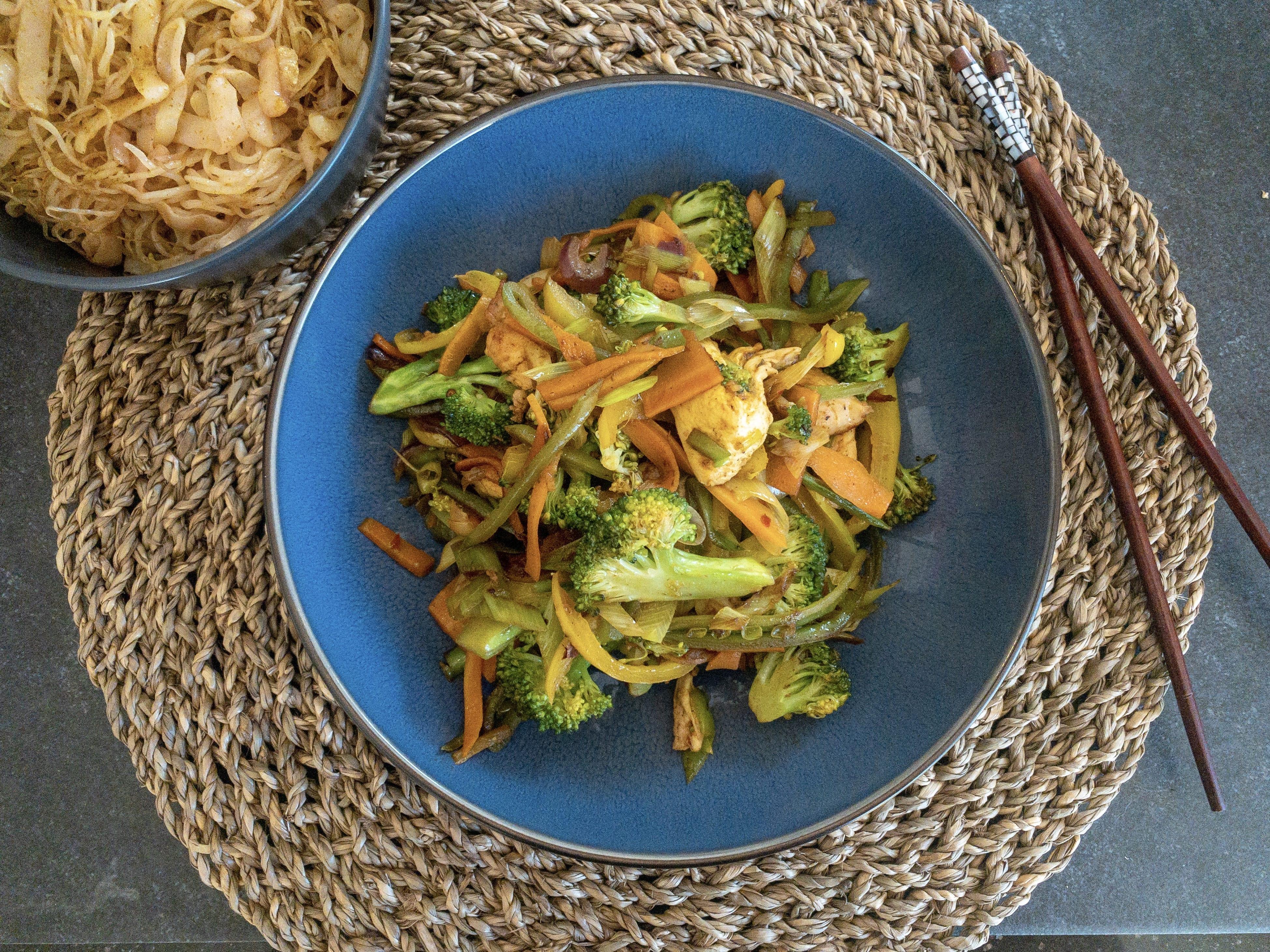 Hurtig grøn wok med kylling