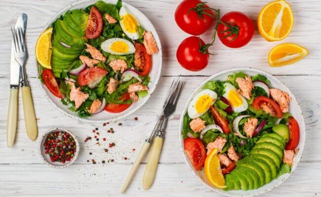 ketoliv-Nem tunsalat med æg og avocado og appelsin-overview
