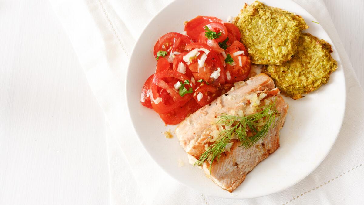 Bagt torsk med tomater og blomkålsrösti