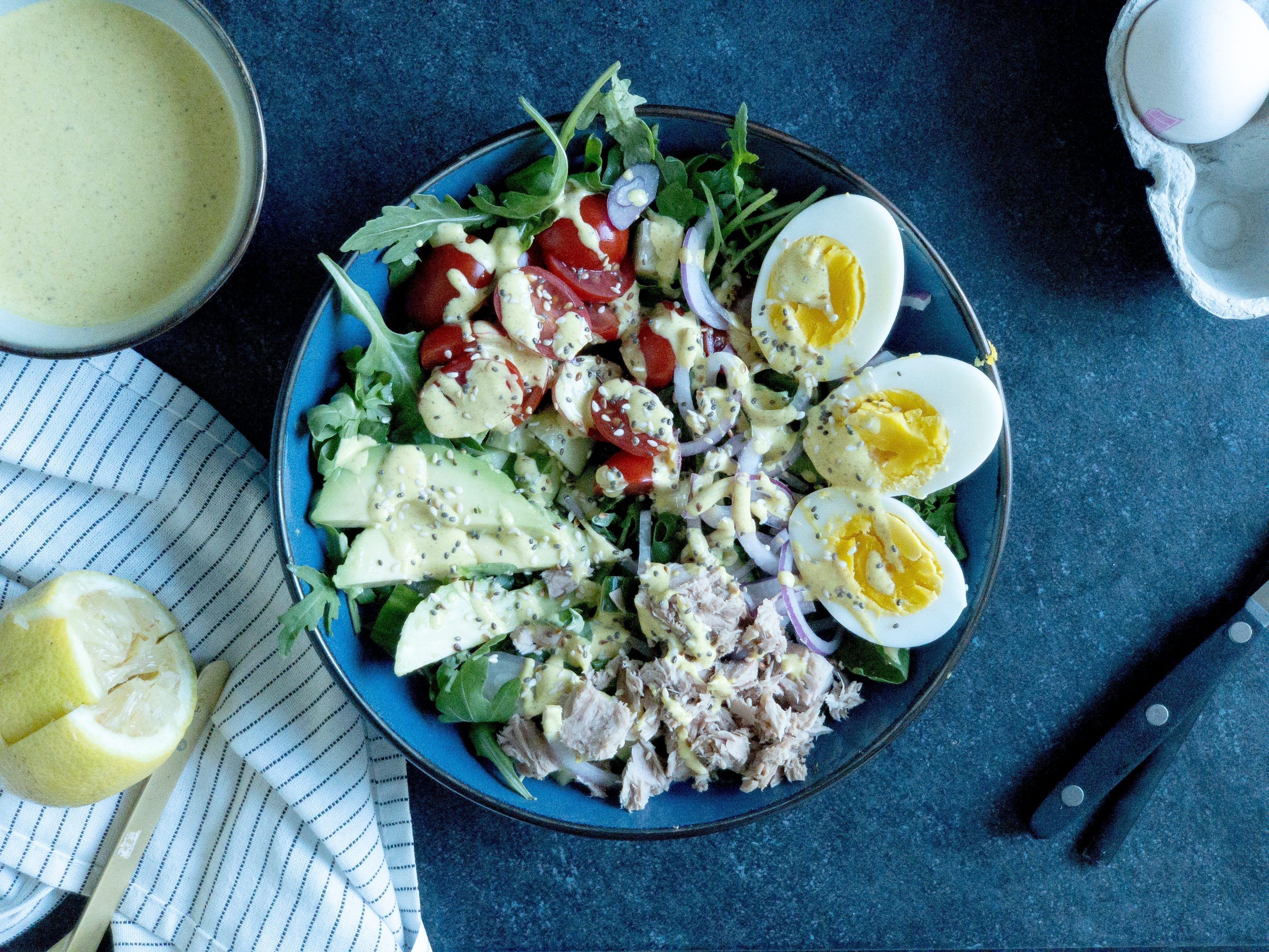 Stor og lækker tunsalat med karry