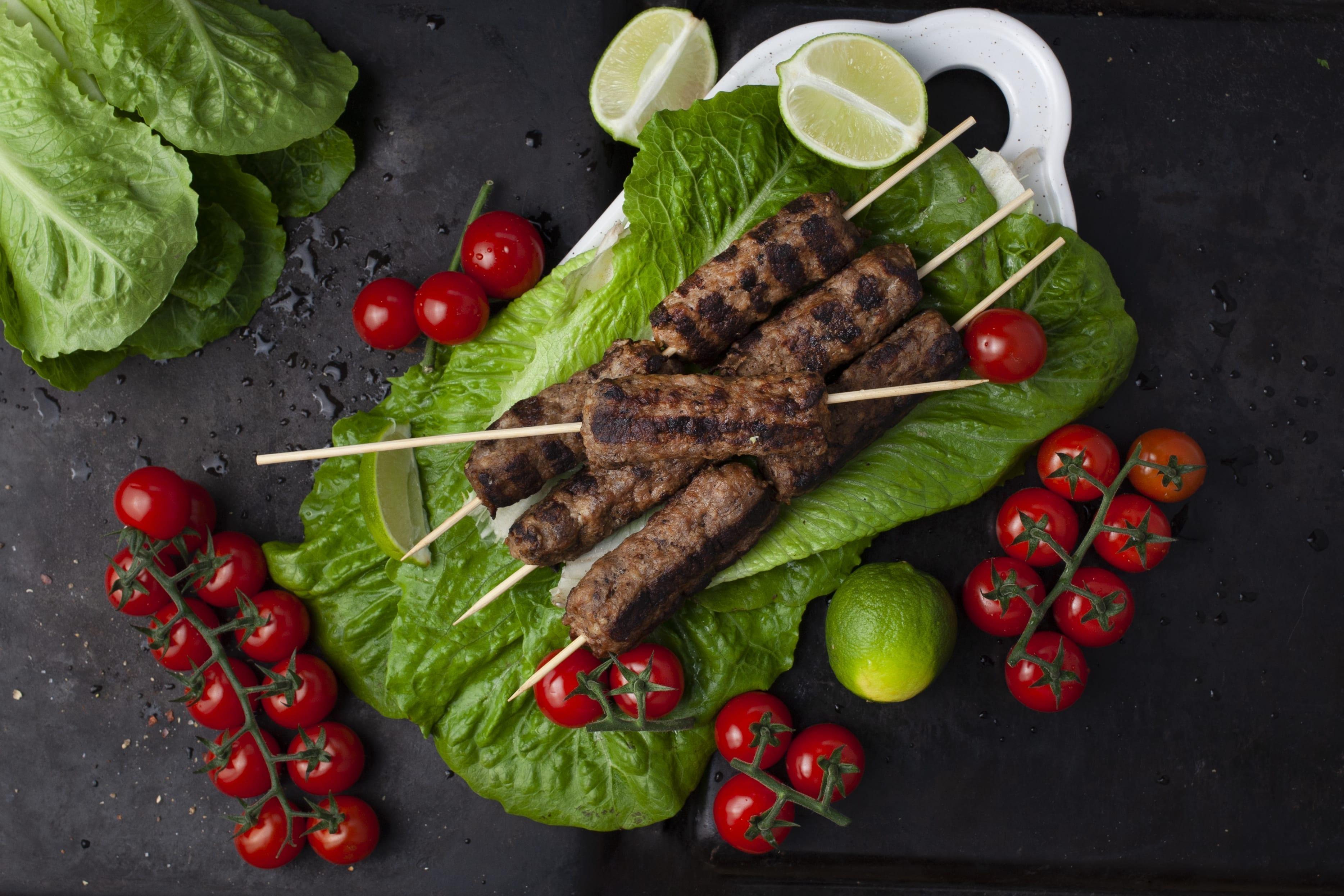 Køfte kebab med stegte grøntsager