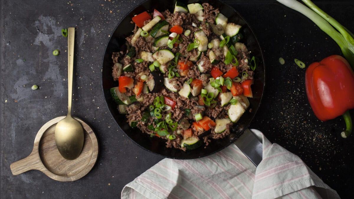 Spicy kålgryde med oksekød og grøntsager
