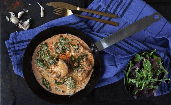 ketoliv cremet spinatkylling med paprika og kogt broccoli overview
