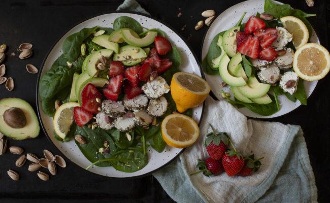 ketoliv Let og sommerlig salat med jordbær og gedeost overview