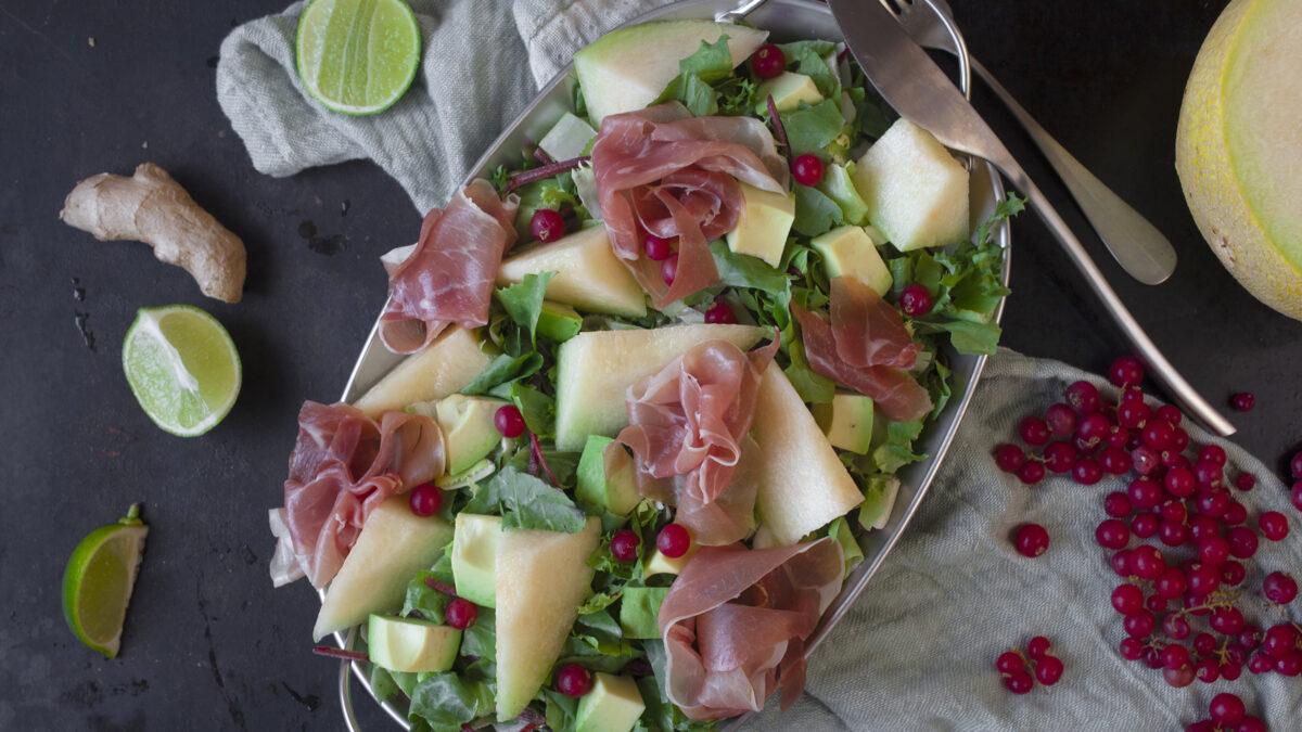 Prosciutto salat med melon til et stykke kyllingebryst